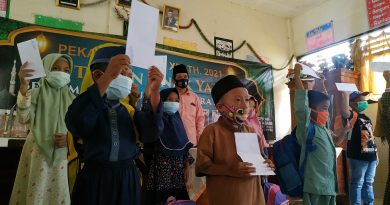 Isak Tangis Warnai 43 Anak Yatim Terdampak Gempa di Tirtoyudo Mendapatkan Santunan dari PT ACA