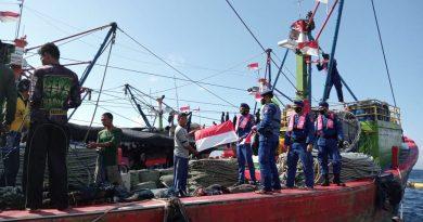 Sat Pol Airud Polresta Banyuwangi Laksanakan Giat Pengibaran Bendera Merah Putih dan Bagikan Masker